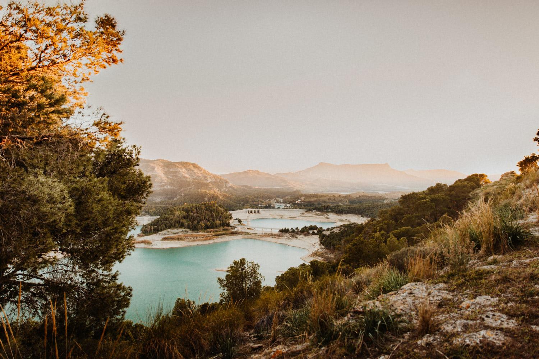Paarshooting Andalusien Schweiz natürliche authentische ungestellte Paarfotos Sonnenuntergang Paarfotos