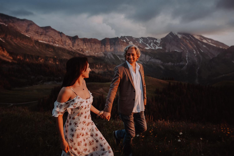 Paarshooting in den Bergen Schweiz Paarfotografin Hochzeitsfotografin Paarfotos Niederbauen-Chulm Bergshooting