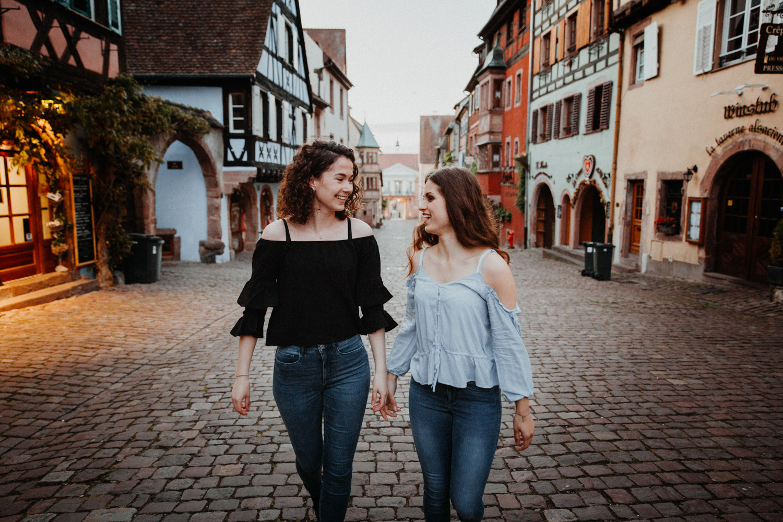 Hochzeitsfotografin Paarfotografin Beste Freundinnen Shooting Elsass Riquewihr Frankreich Reichenweier Fotografin Paarshooting