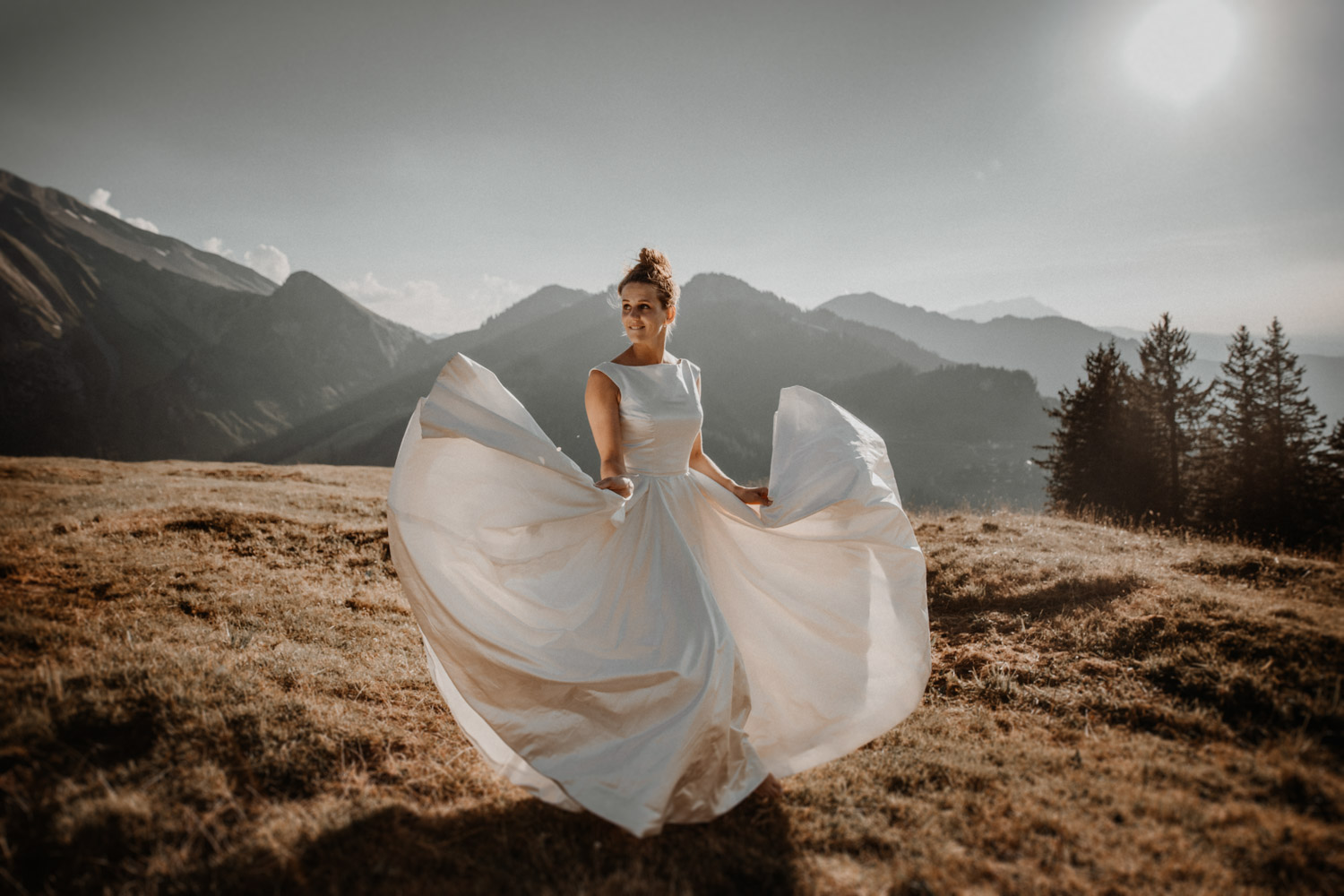 After Wedding Shooting Paarshooting in den Bergen Hochzeitsfotografin Niederbauen Chulm Paarfotos Brautkleid Schweiz Nidwalden