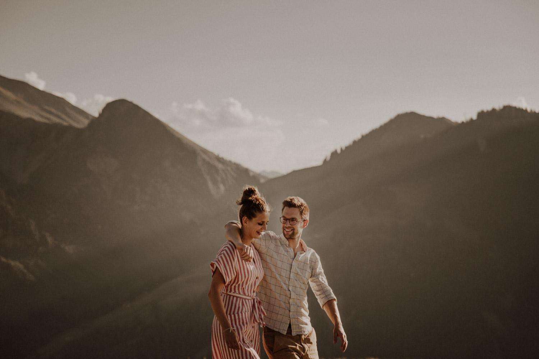 After Wedding Shooting Paarshooting in den Bergen Hochzeitsfotografin Niederbauen Chulm Paarfotos Brautkleid Schweiz Nidwalden