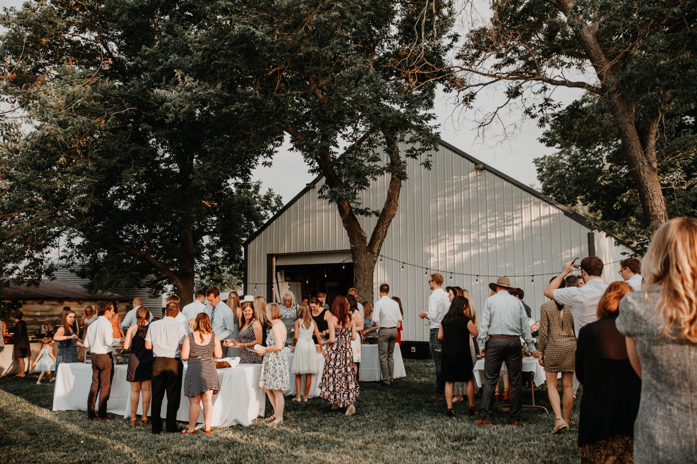 Tabitha Roth Schweizer Hochzeitsfotografin  USA Colorado destination wedding outdoor Lichterketten Abendessen