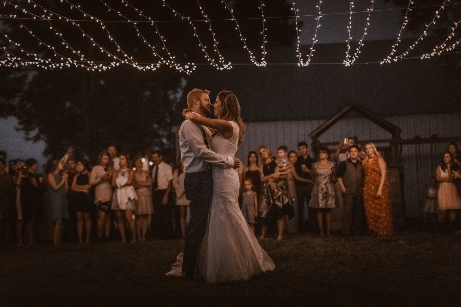 Tabitha Roth Schweizer Hochzeitsfotografin  USA Colorado destination wedding outdoor  first dance Tanz Brautpaar