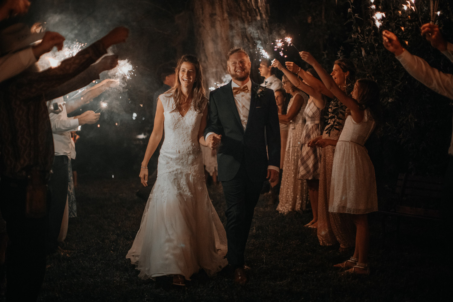 Tabitha Roth Schweizer Hochzeitsfotografin  USA Colorado destination wedding outdoor  sparkler exit