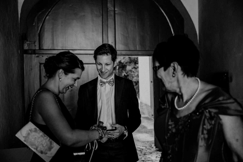 Hochzeitsfotografin Hochzeitsreportage auf dem Schloss Liebegg Schweiz Freie Trauung Aargau