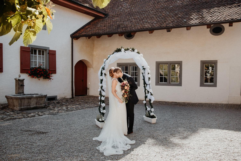 Hochzeitsfotografin Hochzeitsreportage auf dem Schloss Liebegg Schweiz Freie Trauung Aargau First Look