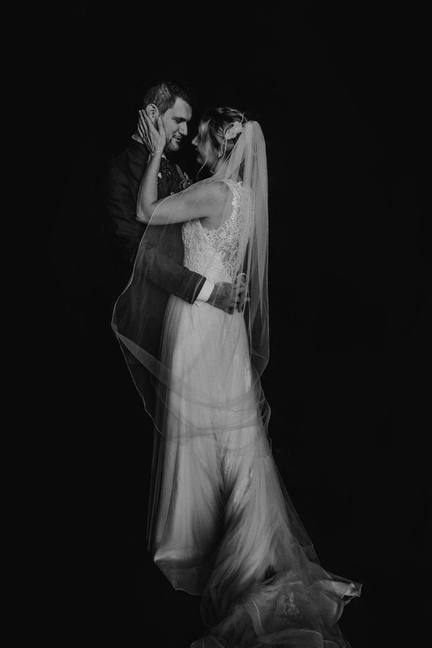 Hochzeitsfotografin Hochzeitsreportage auf dem Schloss Liebegg Schweiz Freie Trauung Aargau Brautpaarportraits