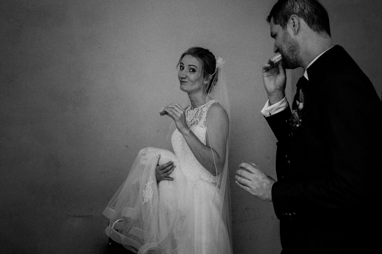 Hochzeitsfotografin Schloss Liebegg Schweiz Freie Trauung Aargau Brautpaarportraits ungestellt natürlich