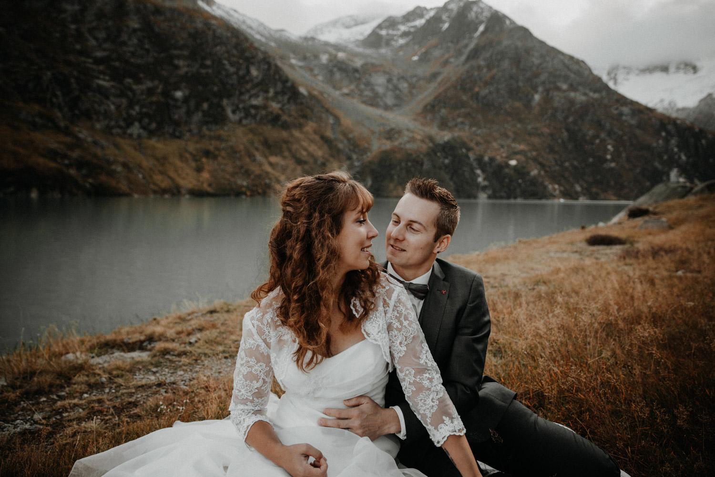 Paarshooting Brautpaarshooting Aftershooting in Schweizer Bergen Alpen Göscheneralp Göscheneralpsee Elopement Switzerland Hochzeitsshooting