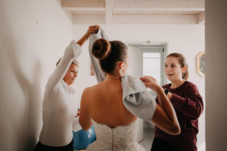 Hochzeitsfotografie Basel Schweiz Getting Ready Braut Brautkleid Hochzeitskleid Prinzessin Pronovias