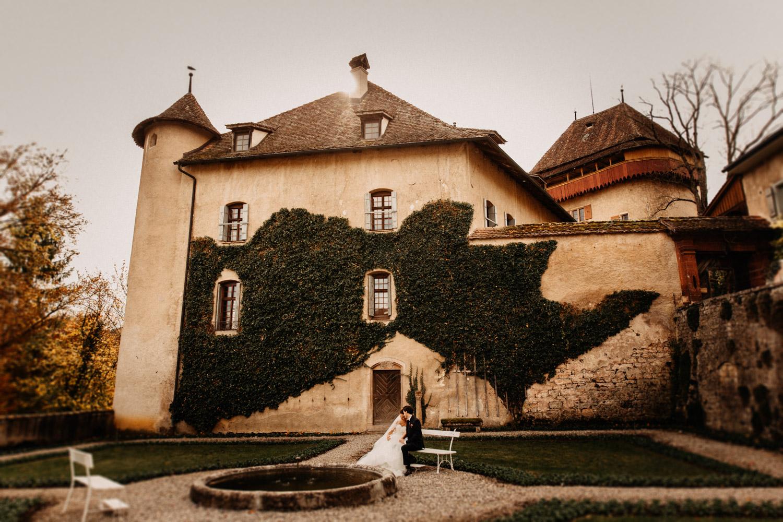 Hochzeitsfotografie Basel Schweiz First Look Braut Bräutigam Schloss Wildenstein natürliche Hochzeitsfotografie
