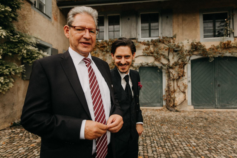 Hochzeitsfotografie Basel Schweiz Schloss Wildenstein Bräutigam Vater