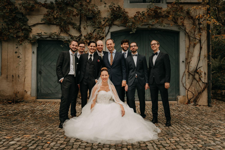 Hochzeitsfotografie Basel Schweiz Schloss Wildenstein Hochzeitsgäste Gruppenfoto
