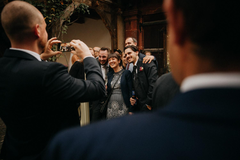 Hochzeitsfotografie Basel Schweiz Schloss Wildenstein Apéro Hochzeitsgäste