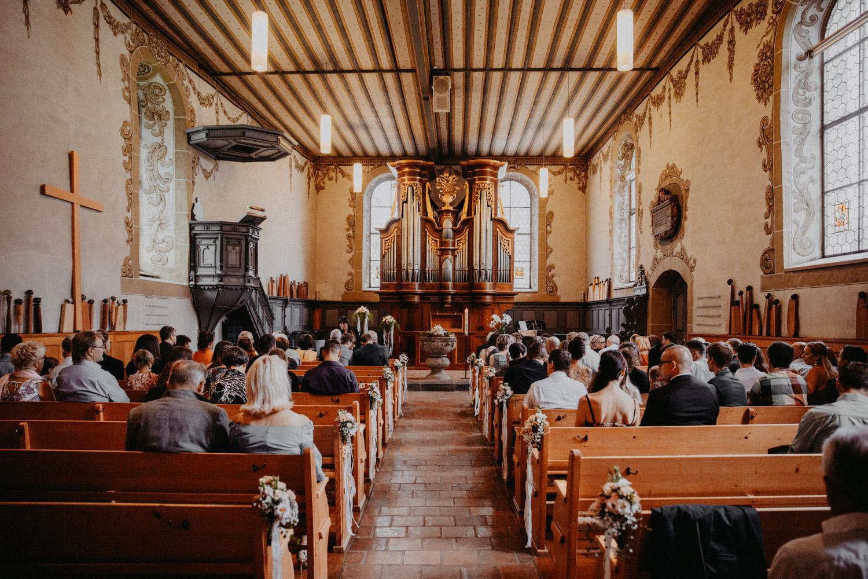 Hochzeitsfotografin Bern Schweiz Interlaken kirchliche Trauung Kirche Ringgenberg