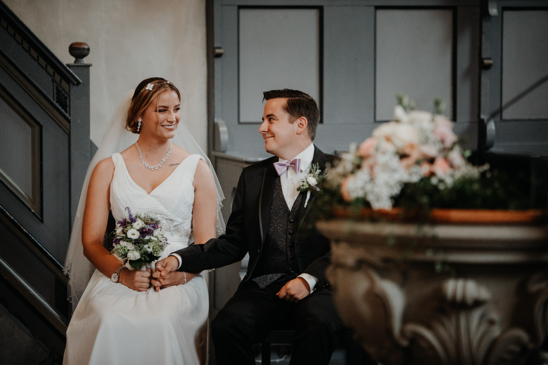 Hochzeitsfotografin Bern Schweiz Interlaken kirchliche Trauung Brautpaar emotional