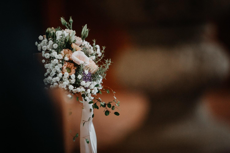 Hochzeitsfotografin Bern Schweiz Interlaken kirchliche Trauung Blumen Dekoration Details