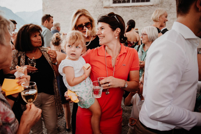 Hochzeitsfotografin Bern Schweiz Interlaken kirchliche Trauung Apéro Hochzeitsgäste