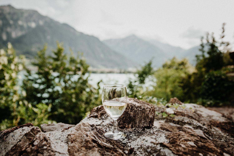 Hochzeitsfotografin Bern Schweiz Interlaken kirchliche Trauung Apéro Aussicht Thunersee