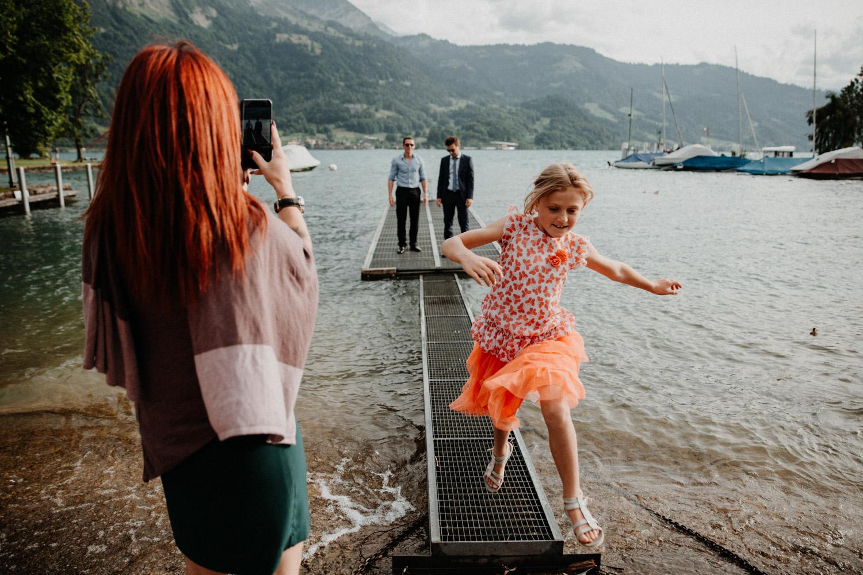 Hochzeitsfotografin Bern Schweiz Interlaken Apéro Hochzeitsgäste Hotel Neuhaus Unterseen Thunersee