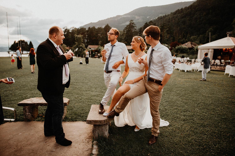Hochzeitsfotografin Bern Schweiz Interlaken Hochzeitsgäste Hotel Neuhaus Unterseen Hochzeitsreportage