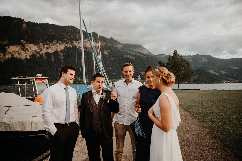 Hochzeitsfotografin Bern Schweiz Interlaken Hochzeitsgäste Hotel Neuhaus Unterseen Hochzeitsreportage Thunersee