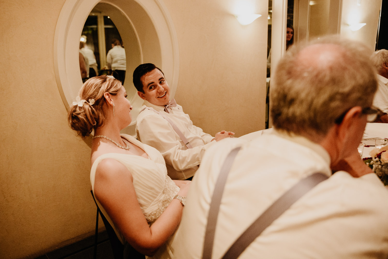 Hochzeitsfotografin Bern Schweiz Interlaken Hochzeitsgäste Hotel Neuhaus Unterseen Hochzeitsreportage Feier Sketch