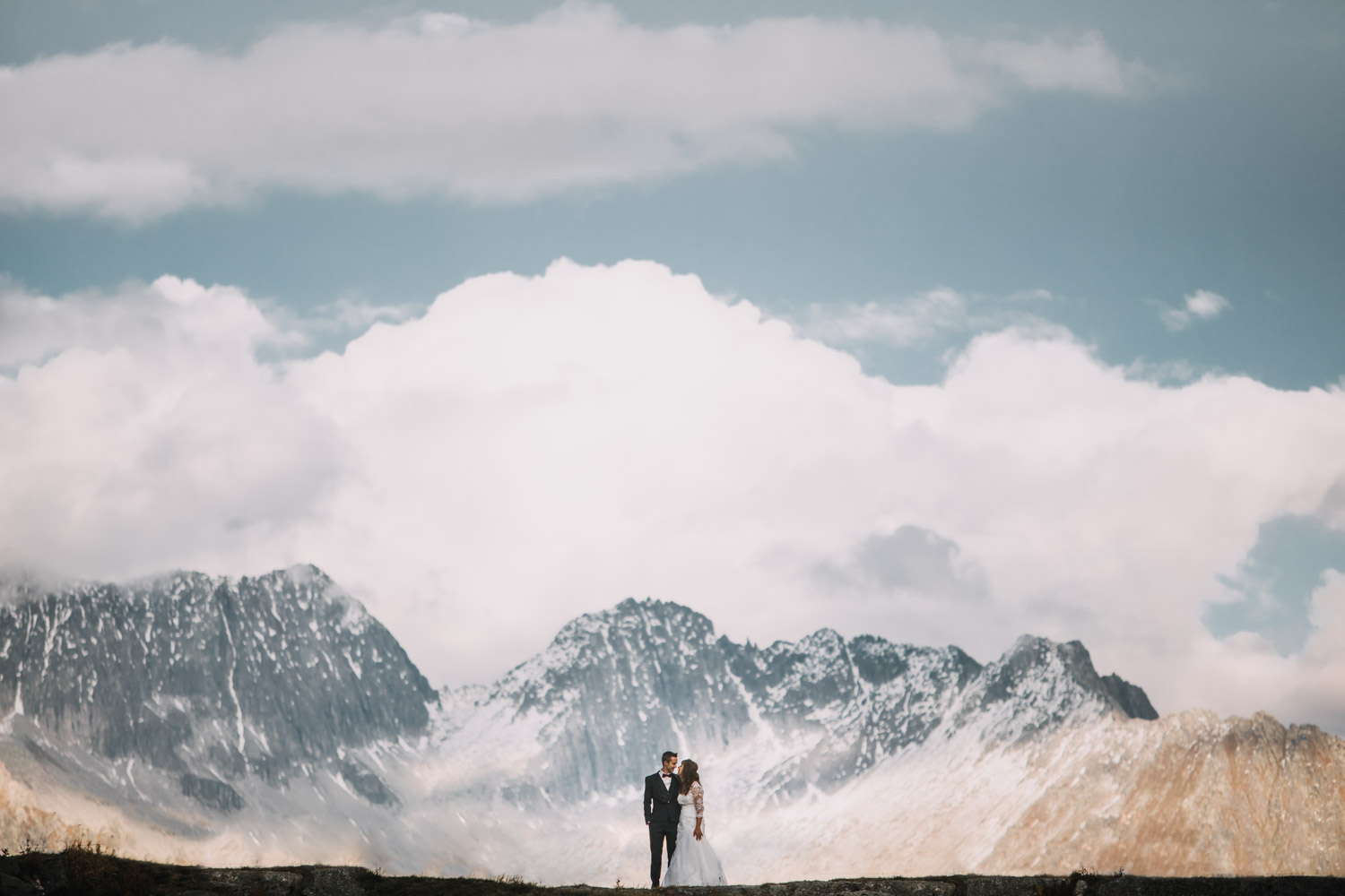 Elopement Photographer in Switzerland Swiss Mountains wedding photographer