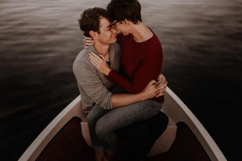 Couple shoot in Switzerland river rowing boat sunset summer whine romantic unposed natural