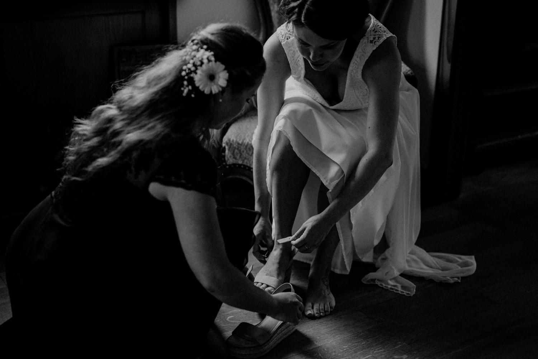 Industrial Vintage Hochzeit in Basel Hochzeitsfotografin Schweiz Getting Ready Braut