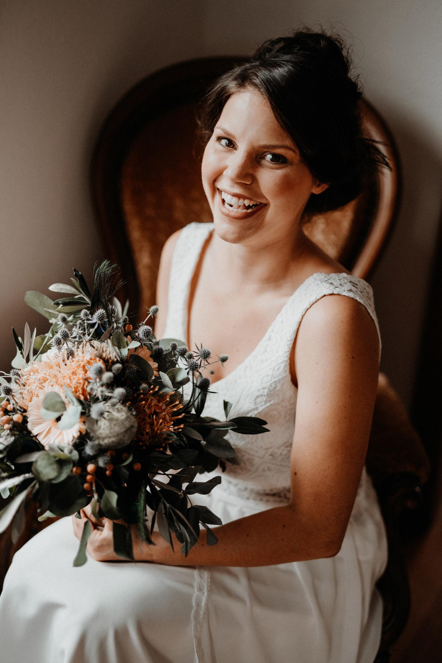 Industrial Vintage Hochzeit in Basel Hochzeitsfotografin Schweiz Getting Ready Braut Brautportrait