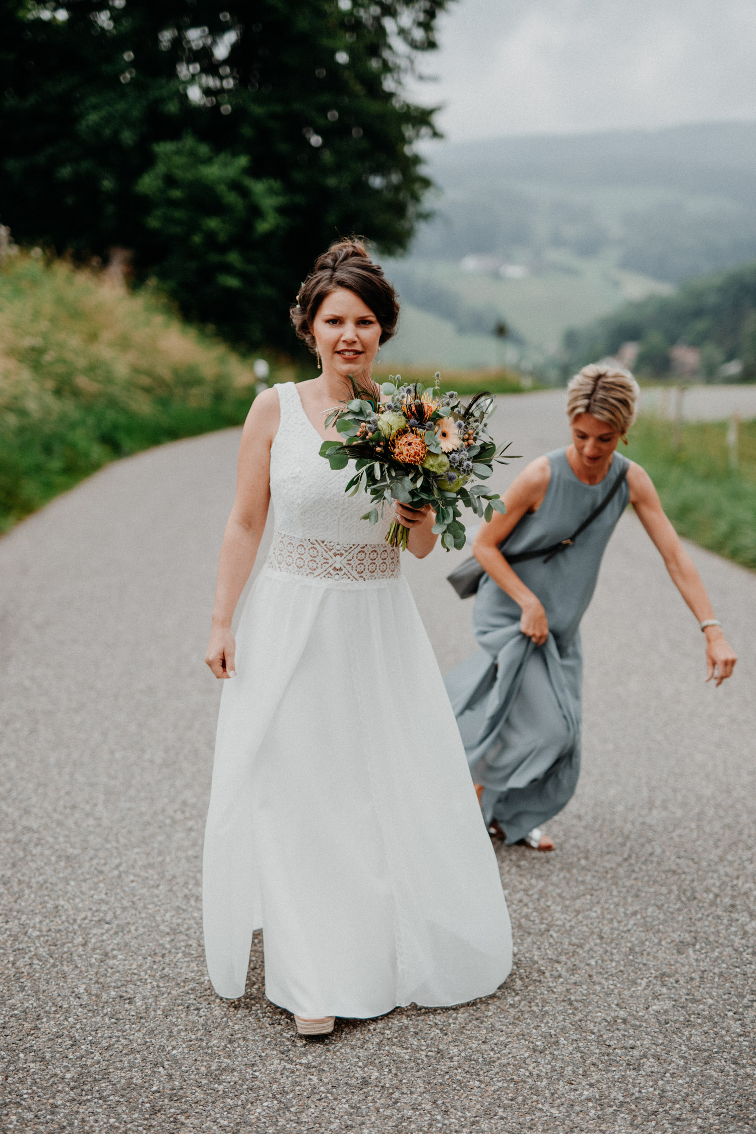 Industrial Vintage Hochzeit in Basel Hochzeitsfotografin Schweiz Hof Hoggen Reigoldswil Bauernhofhochzeit