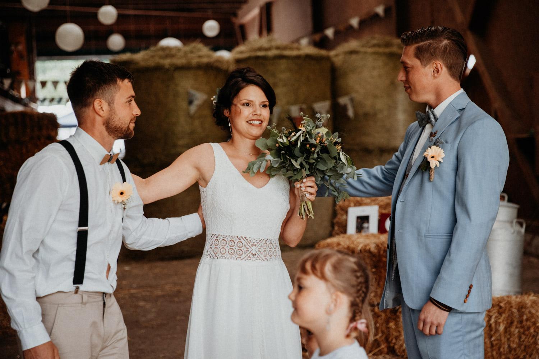 Industrial Vintage Hochzeit in Basel Hochzeitsfotografin Schweiz Hof Hoggen Reigoldswil Bauernhofhochzeit Übergabe Braut