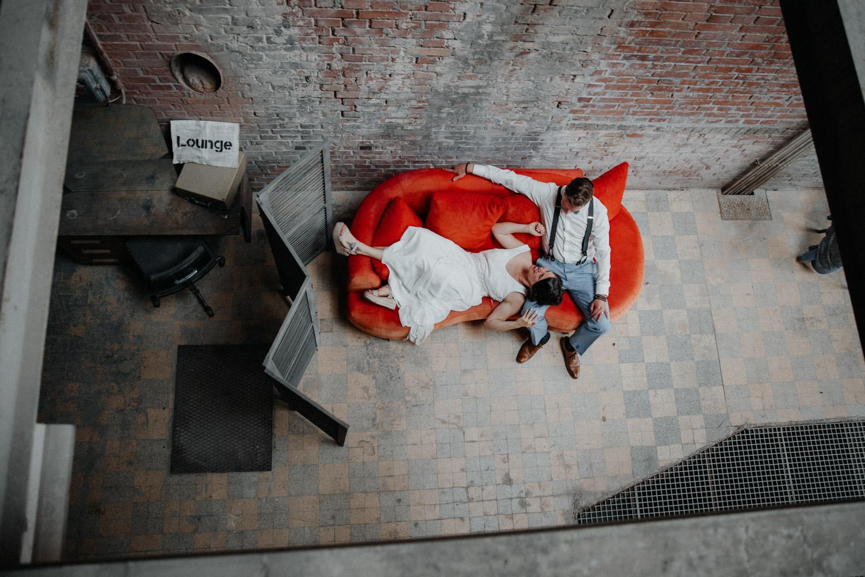 Industrial Vintage Hochzeit in Basel Hochzeitsfotografin Schweiz Tonwerk Lausen Industrial Location Schweiz Oldtimer Brautpaarshooting