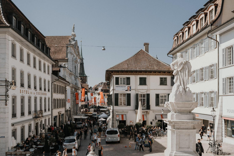Hochzeitsfotograf in der St.Ursen-Kathedrale Solothurn Schweiz freie Trauung Altstadt natürliche Hochzeitsfotografie