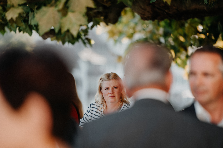 Hochzeitsfotograf in der St.Ursen-Kathedrale Solothurn Schweiz freie Trauung Altstadt natürliche Hochzeitsfotografie Säulensaal Landhaus Solothurn Apéro