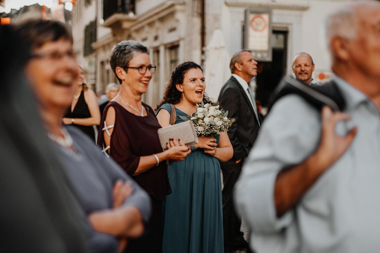 Hochzeitsfotograf in der St.Ursen-Kathedrale Solothurn Schweiz freie Trauung Altstadt natürliche Hochzeitsfotografie Reportage