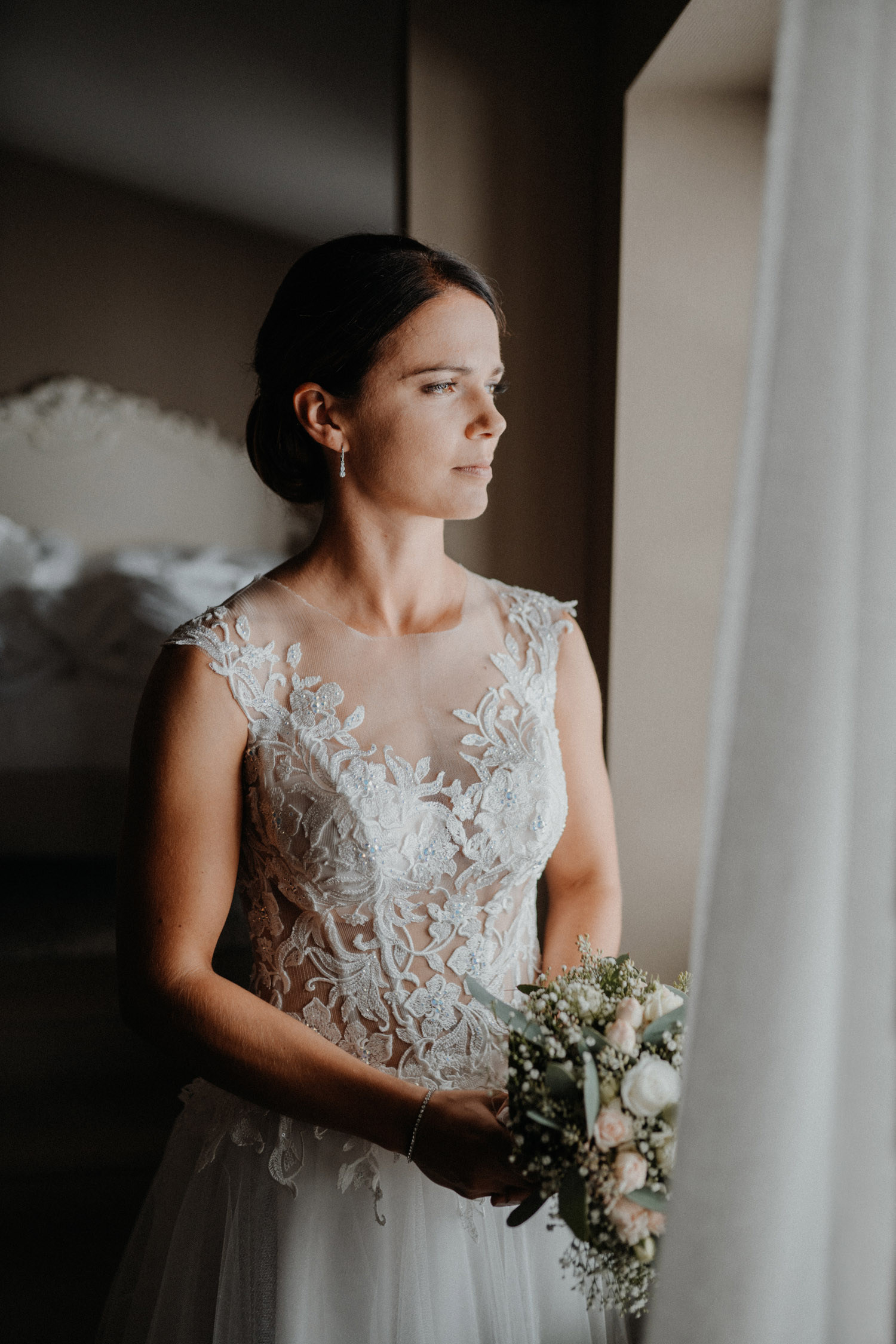 wedding photographer in St. Ursus Cathedral Solothurn Switzerland documentary style Swiss wedding photographer getting ready La Couronne bridal portrait