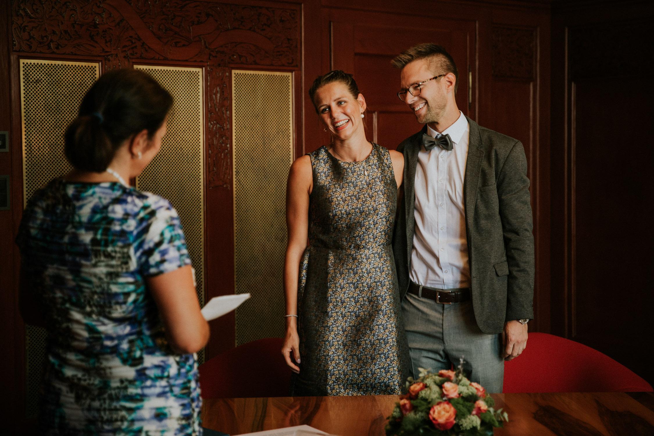 Zivile Trauung fotografiert von einer Hochzeitsfotografin im Standesamt Zürich