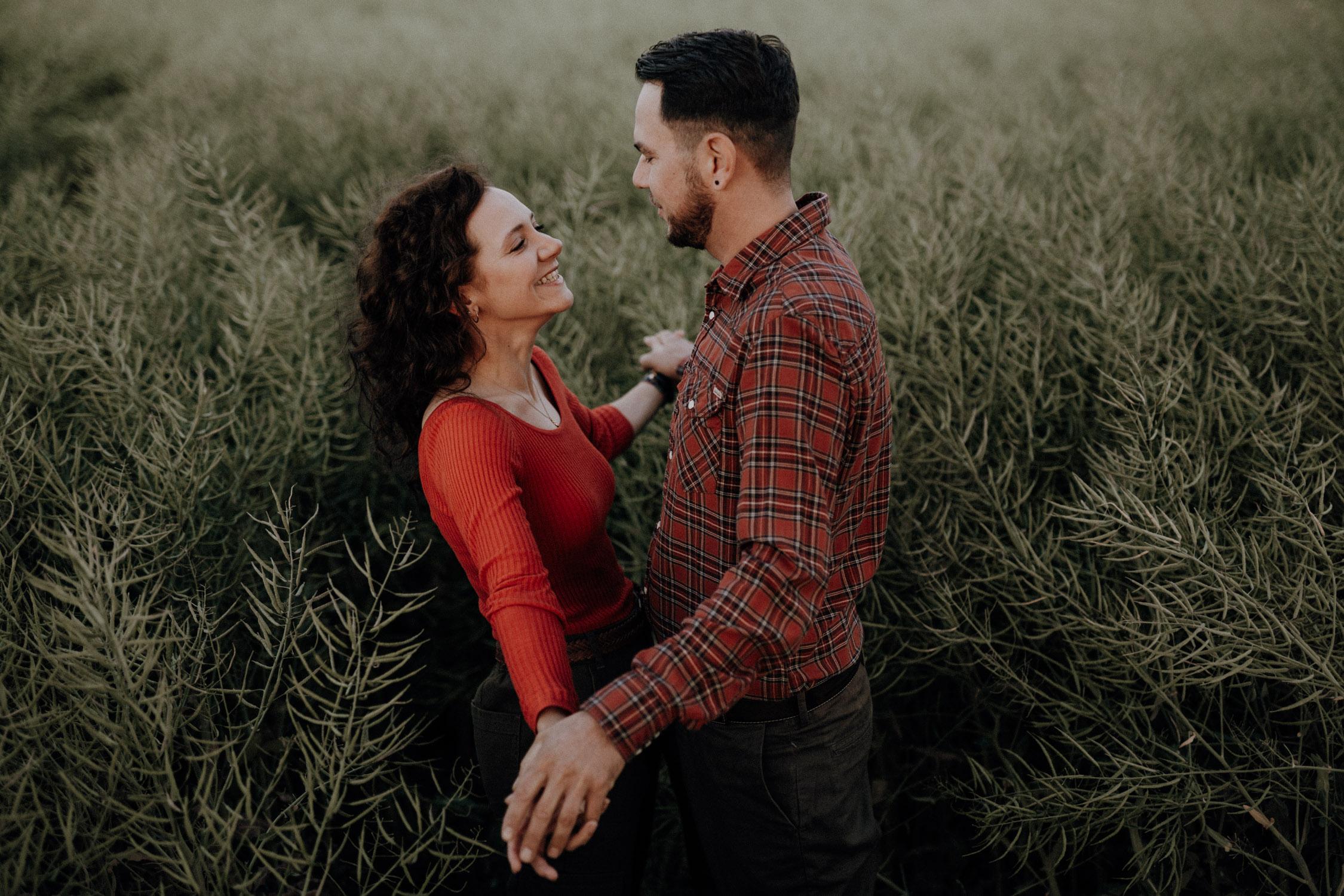 Verlobungsshooting in Bern Paarshooting natürlich ungestellt Schweiz Hochzeitsfotografin