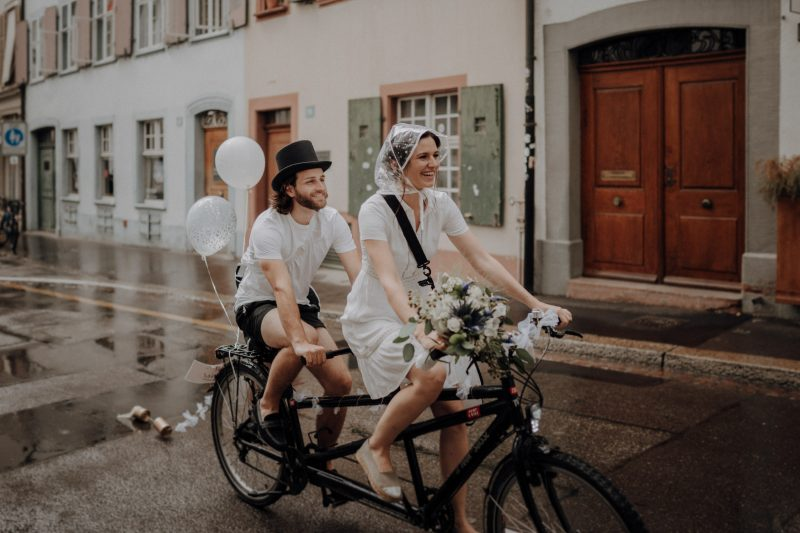 Wedding photographer switzerland basel natural unposed civil wedding old town Basel Minster couple shoot bohemian style documentary rainy wedding dancing in the rain tandem